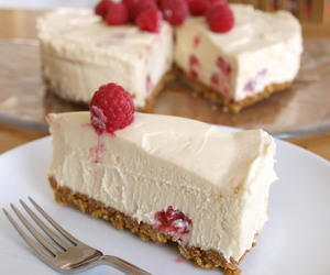 cheese, cranberry, and cheesecake image