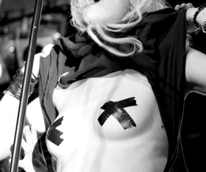 I love her, the pretty reckless, and perfect girl image