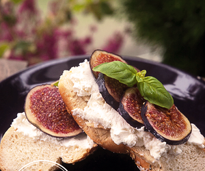 figs, ricotta, and sandwich image