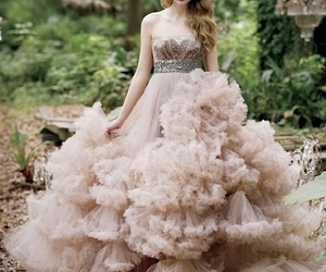 Taylor Swift and dress image