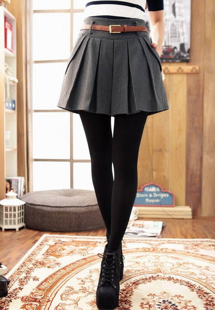 0909a34f4d3ab High waist, pleated skirt with black tights on We Heart It