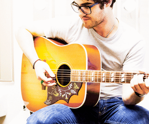 darren criss, glee, and guitar image