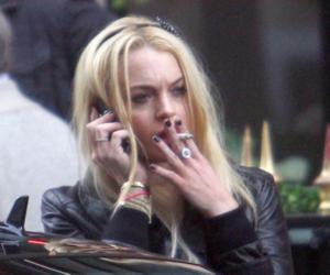 lindsay lohan, smoke, and smoking image