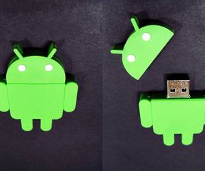green, pendrive, and robot image