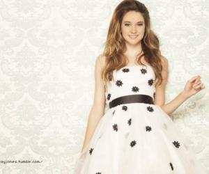 Shailene Woodley and dress image