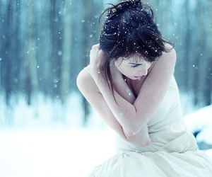 snow, art, and brunette image