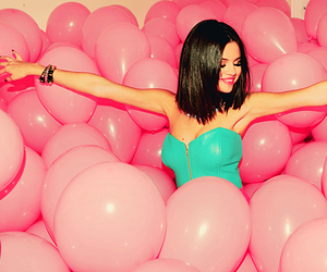 celebrities, hit the lights, and pink image
