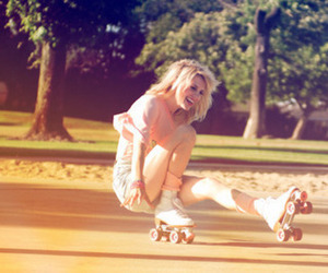 funny girl patins happy image