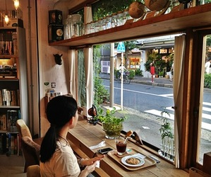 bookstore, japan, and reading image