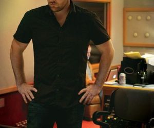 chris young and recording am image