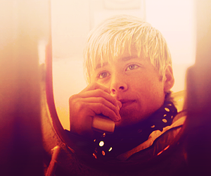 maxxie, mitch hewer, and skins image