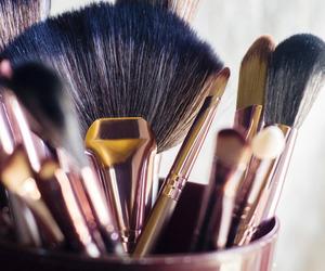 make up brushes image