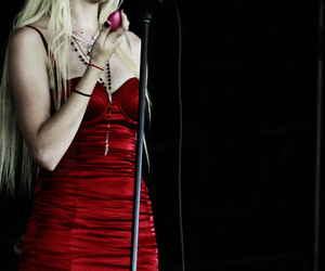 red, sexy, and Taylor Momsen image