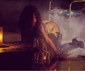 rihanna and pour it up image