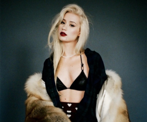 platinum blonde, dark red lipstick, and iggy azalea image