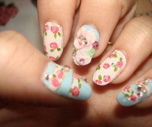 beautiful, manicure, and flowers image