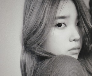 iu, black and white, and kpop image