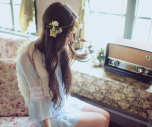 girl, vintage, and flowers image