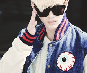 kpop and Onew image