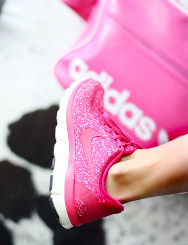 Workout Gear   Hot pink glitter Nike shoes!!!!!.. YES 0db6eab45