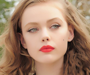 chique, red lips, and Frida image