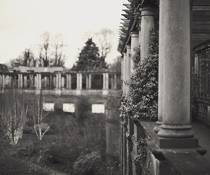 architecture and b w image