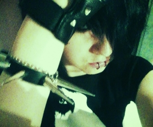 emo, fingerless gloves, and lip piercing image