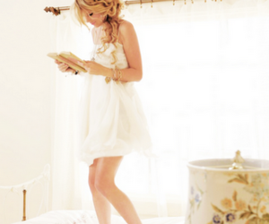 Taylor Swift, white, and blonde image
