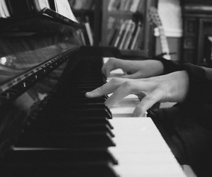 piano, music, and finguers image