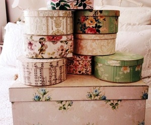 box, vintage, and flowers image