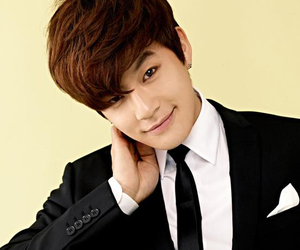 k-pop, korea, and SE7EN image