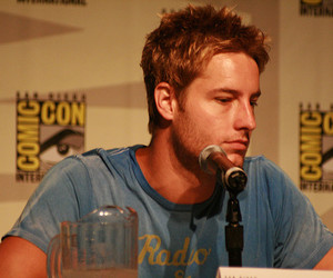 justin hartley and comic-con 2008 image