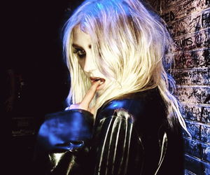 Taylor Momsen and sexy image