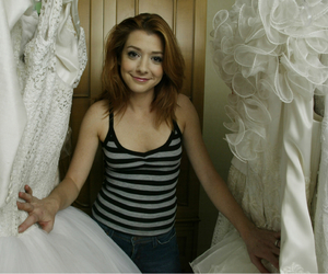 alyson hannigan, how i met your mother, and btvs image