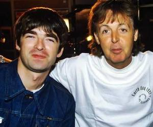 noel gallagher, oasis, and Paul McCartney image