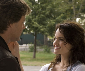 russell crowe, carla gugino, and american gangster image