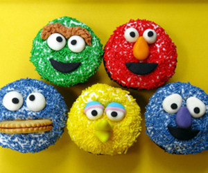 cupcake, sesame street, and cookie monster image