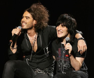 noel fielding and russell brand image