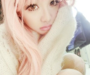 pink hair and ulzzang image