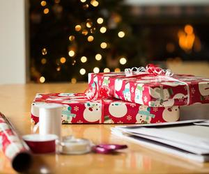 gift and christmas image