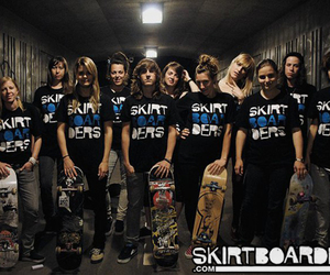 girls, photo, and skateboarders image