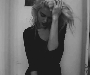 sky ferreira, black and white, and grunge image