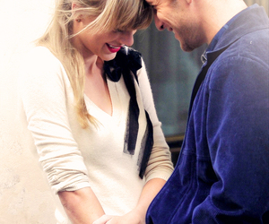 Taylor Swift, begin again, and couple image
