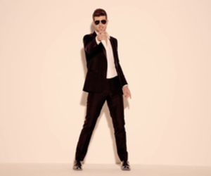 robin thicke and blurred lines image