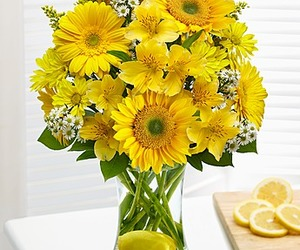 flowers, flowers delivery, and flowers bouquets image