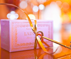 favors, macaroon, and wedding image