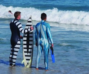 Halloween, trajes surf diferentes, and surf image