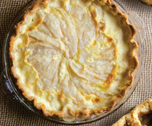 crust, pear, and pie image