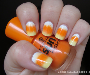 candy corn, gradient, and Halloween image