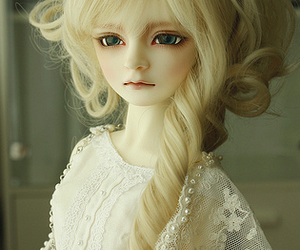 doll and muñecas image